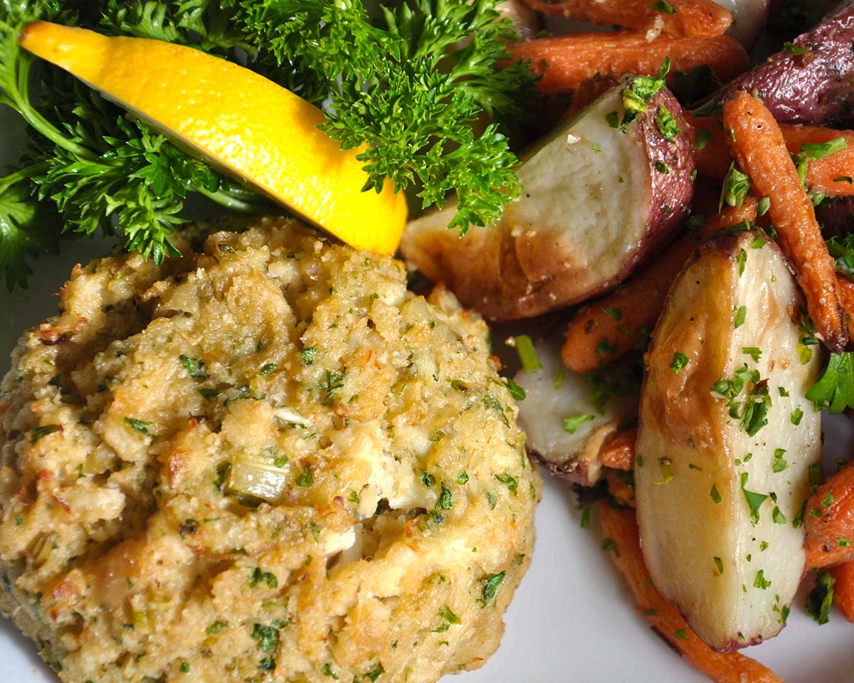 Crab_Cakes_with_Roasted_Vegetables